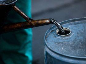 Нефть упала до двухнедельных минимумов: названы причины