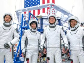 SpaceX, астронавты NASA Crew-2 состыковываются с космической станцией
