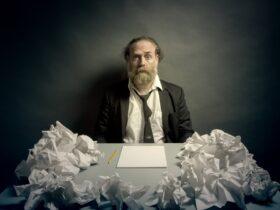 Сколько времени занимало написание 1 рукописной книги?