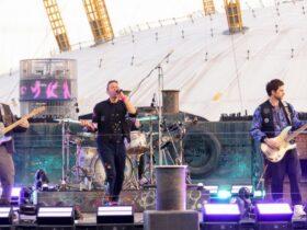 Coldplay открывают BRIT с новой песней на реке Темза
