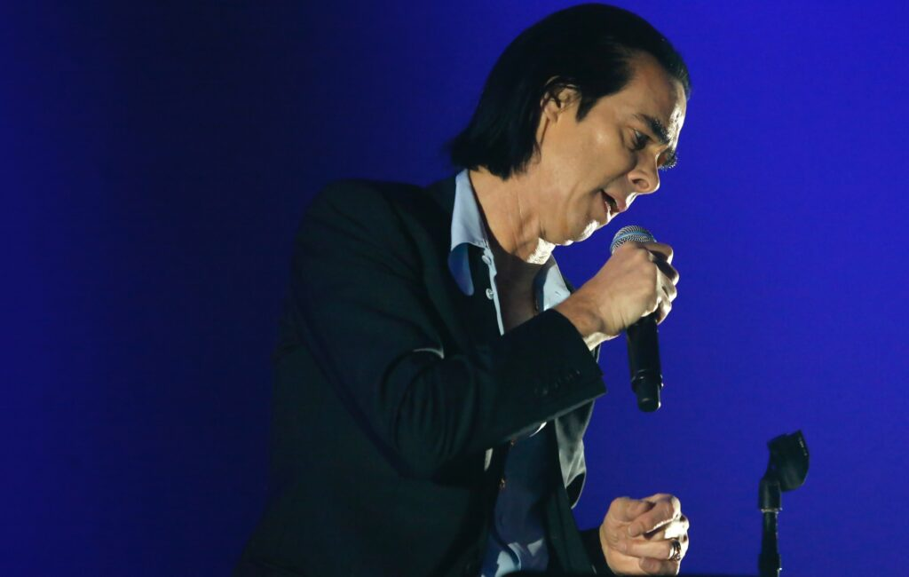 Ник Кейв дал фанатам совет о том, как справиться со страданиями в новом письме «Red Hand Files»   Музыкант Nick Cave