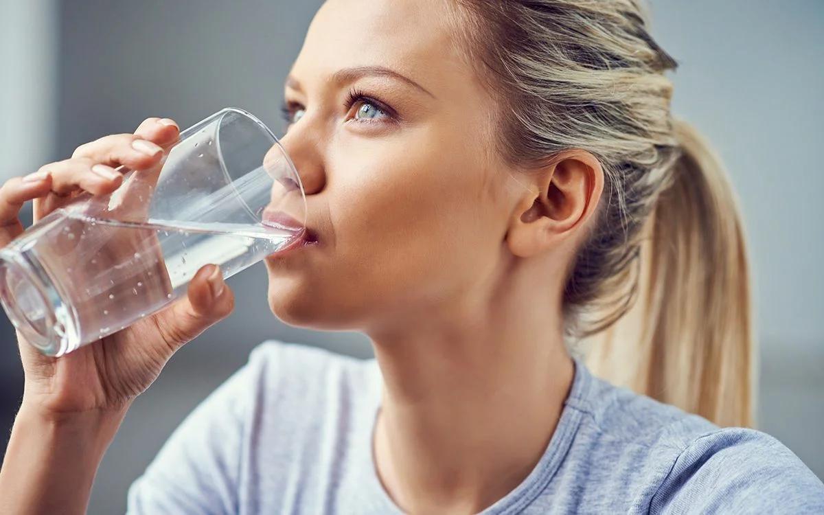 Что произойдет с вашим телом, если вы выпьете слишком много воды?