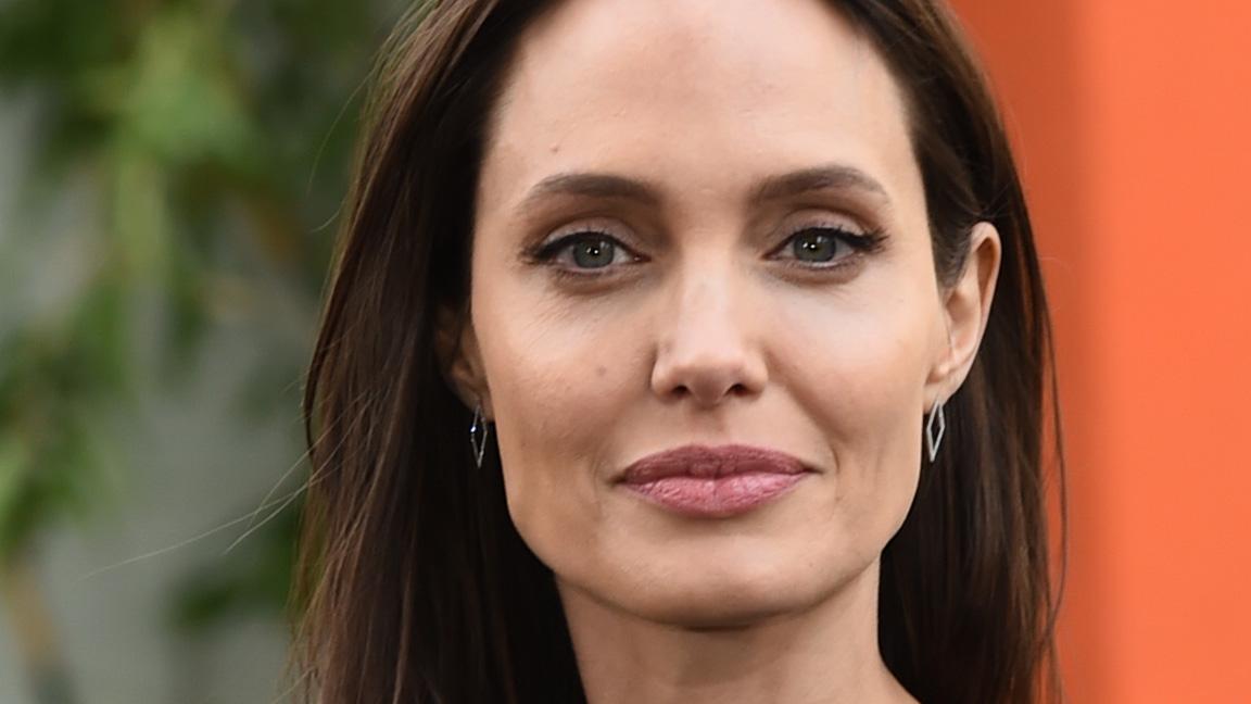 Анджелина Джоли присоединилась к Instagram и стала вирусной после того, как поделилась письмом от девушки-подростка из Афганистана