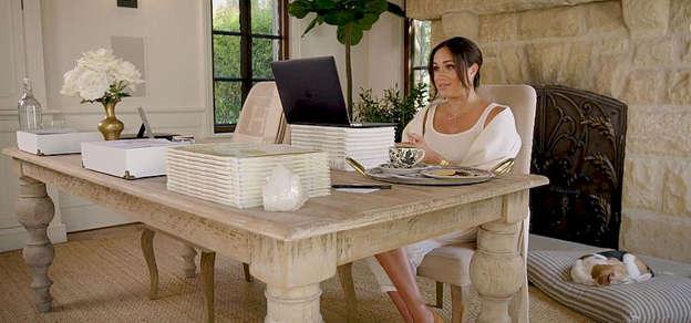 Меган Маркл опубликовала видео по случаю своего 40-летия и показала КРАСИВЫЙ дом в Монтесито. А за окном …