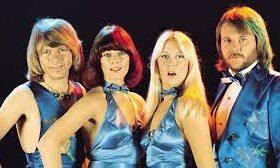 Шведские хитмейкеры, ABBA, вернулись на музыкальную сцену после долгих лет отсутствия