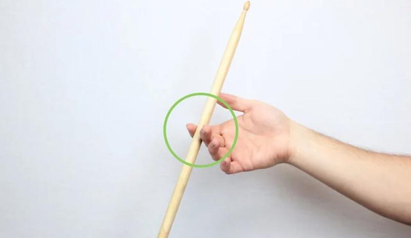 Как крутить барабанные палочки?