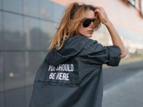 Женские переходные куртки — парки, кожанки, пуховики и другие модные модели осени 2021 года