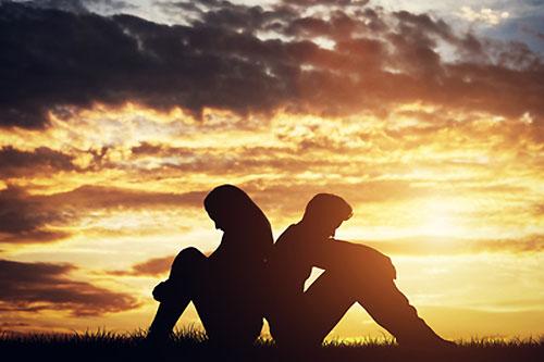 Одиночество в отношениях, в браке — причины, симптомы, как справиться?