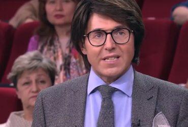Андрей Малахов в программе «Прямой эфир» появился в парике. Почему Малахов в парике.